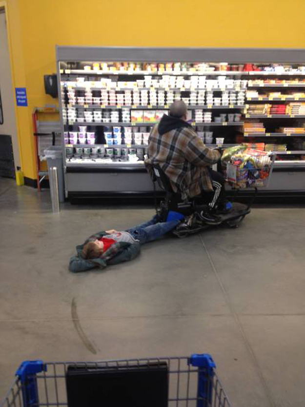 This kid at the grocery store.