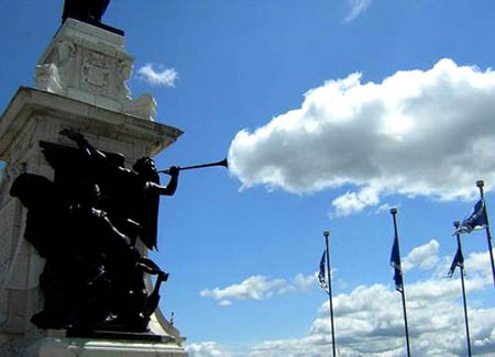 cloud statue illusion