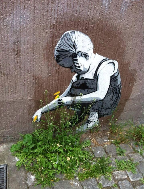 street art interacts with nature 10
